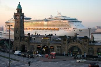 Tourist information at www.hamburg-travel.com/attractions/