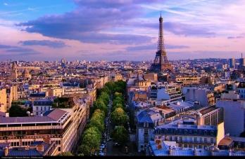 Tourist information at http://en.parisinfo.com/